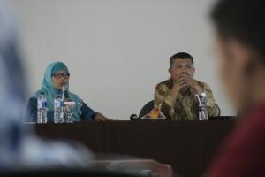 Lilis Maryasih S.E. M.Si., Ak (kiri) Indra Bildan S.E., M.Si (kanan)